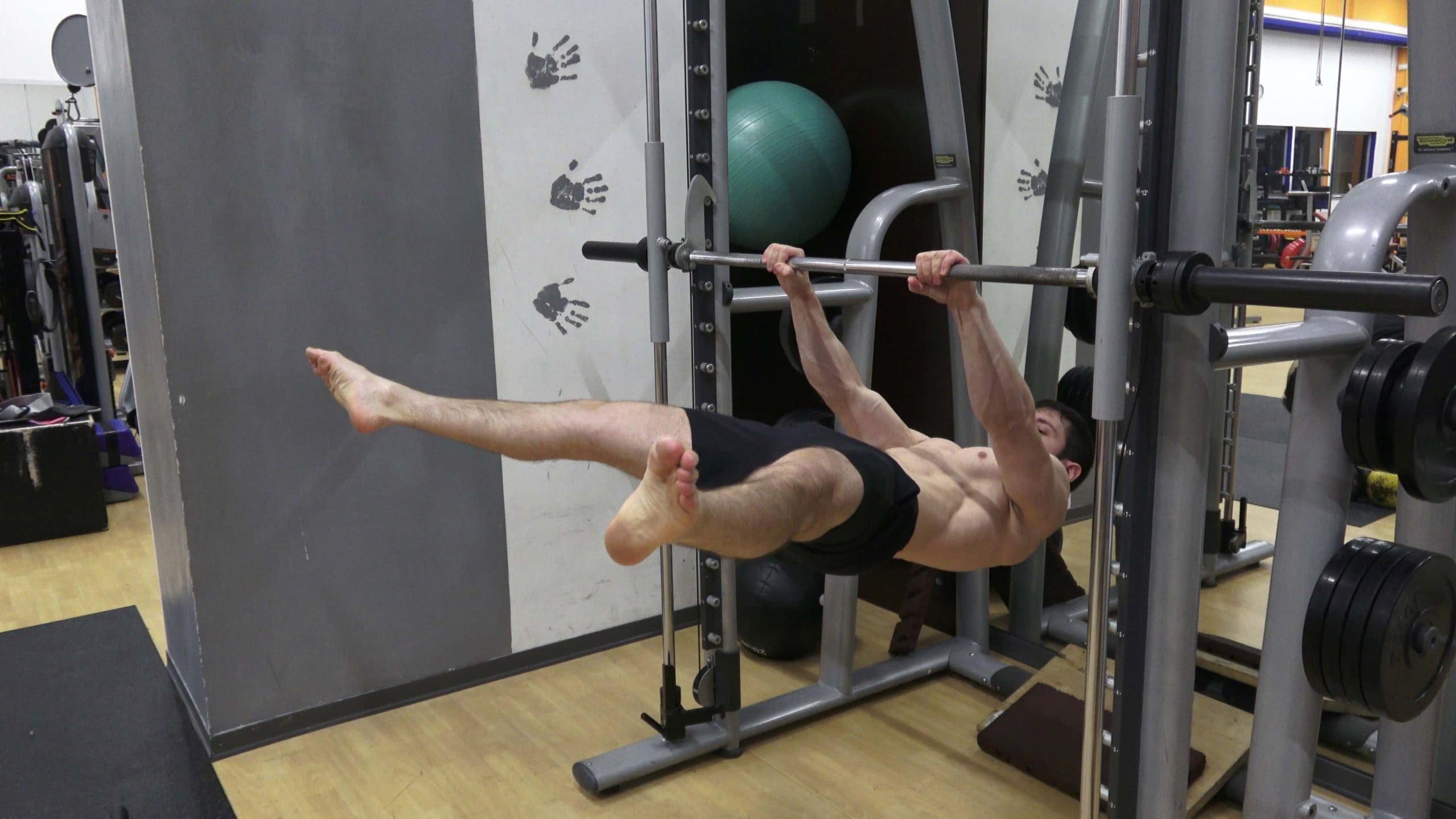 Alessandro Mainente esegue il Front Lever Straddle