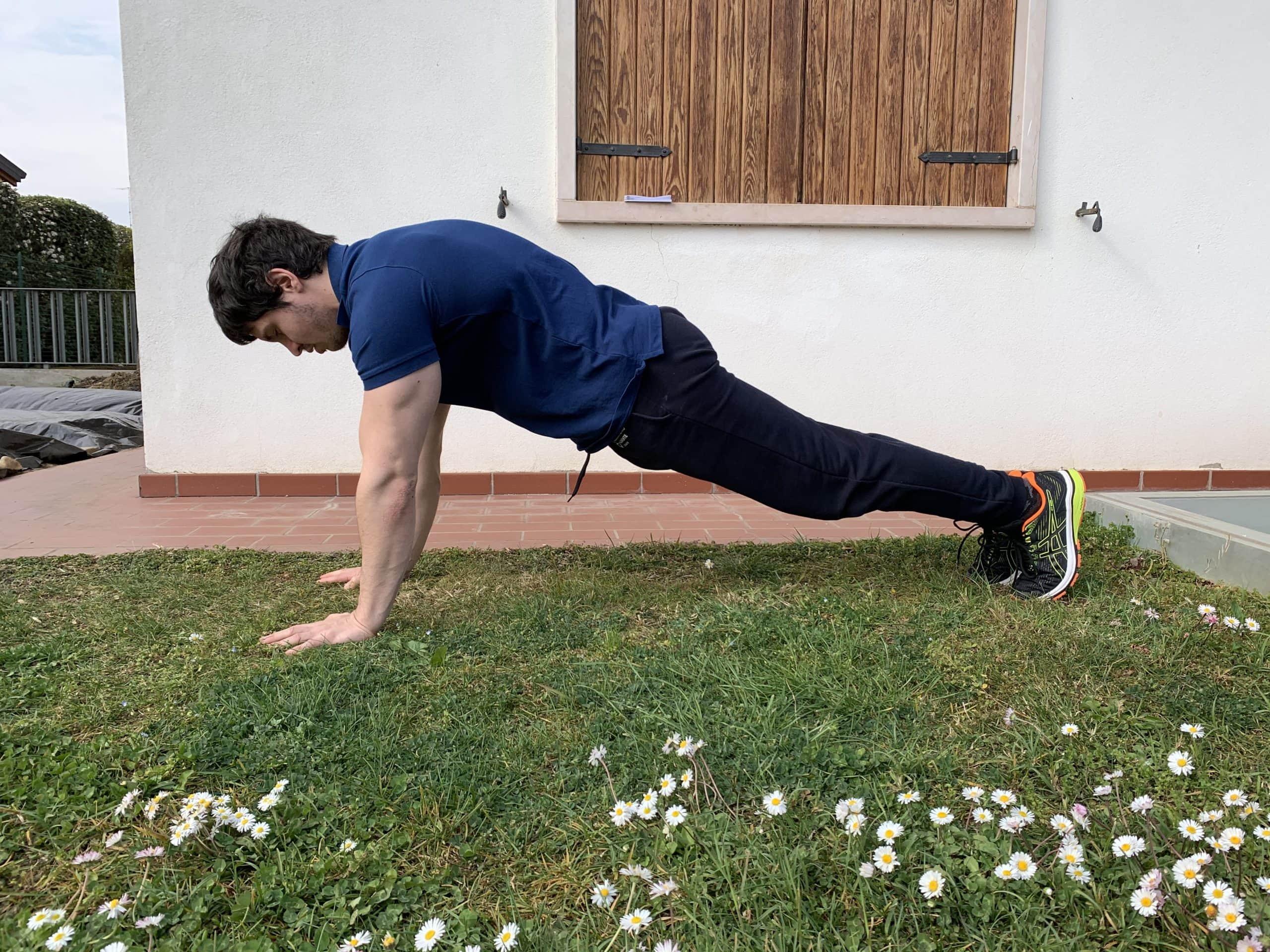 Plank a braccia tese di Alessandro Mainente
